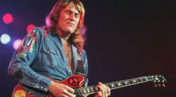 Alvin Lee, 1975 (detail) by Jim Summaria, http://www.jimsummariaphoto.com