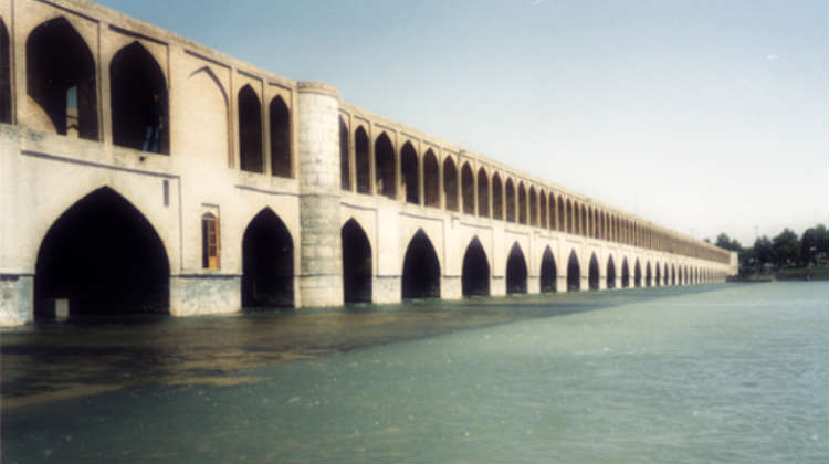 isfahan-bridge CC BY-SA 3.0, https://commons.wikimedia.org/w/index.php?curid=657963